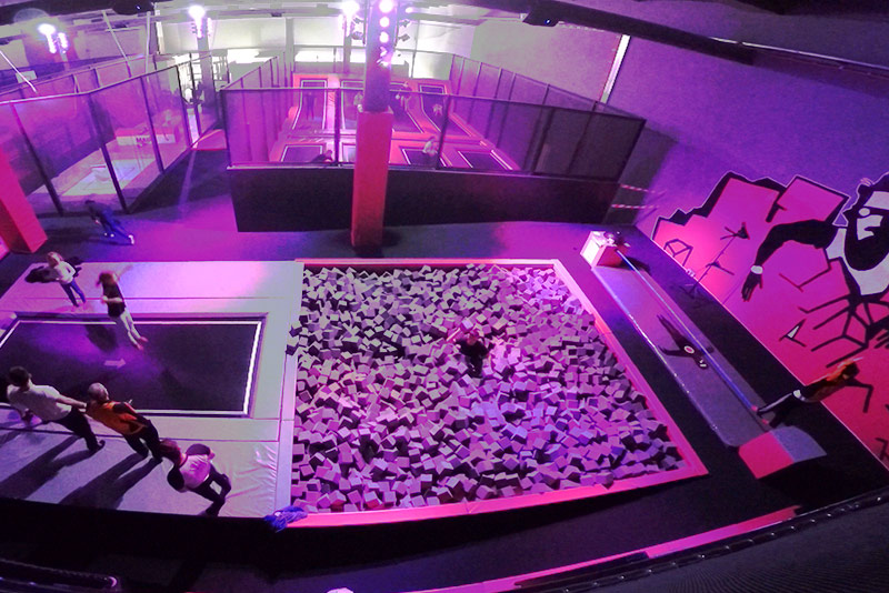 sprung raum berlin tempelhof trampolinhallen in deutschland. Black Bedroom Furniture Sets. Home Design Ideas